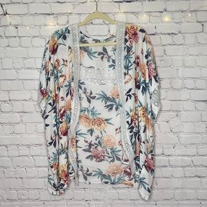 Short Sleeve Floral Laced Cardigan